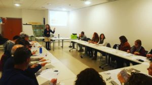 Blanca Moreno, socióloga experta en género, con el personal de mando del Ayuntamiento de Martorell